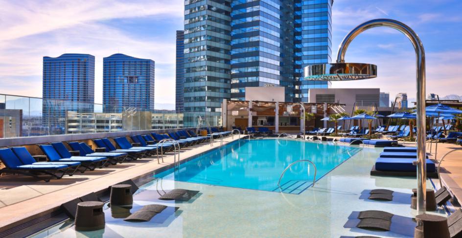The Perfect Poolside Vegas Selfie