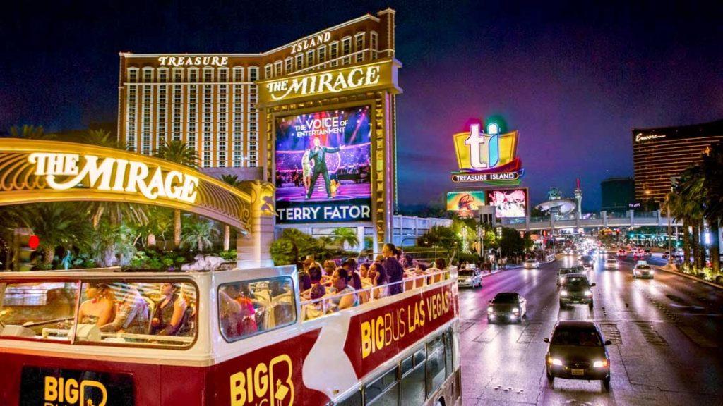 A Las Vegas bus sightseeing tour