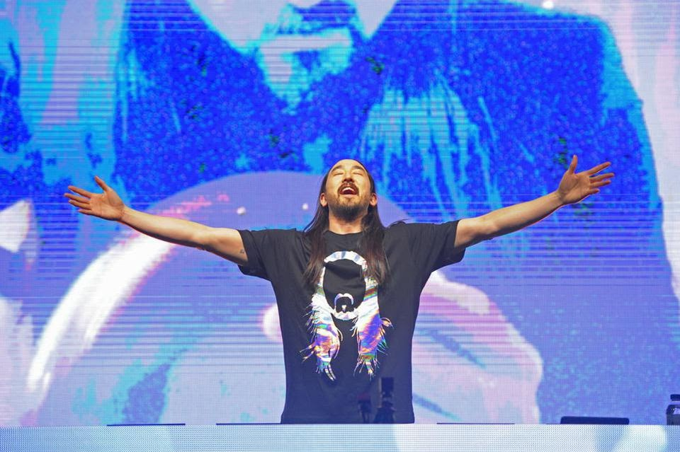 Steve Aoki performing in Vegas